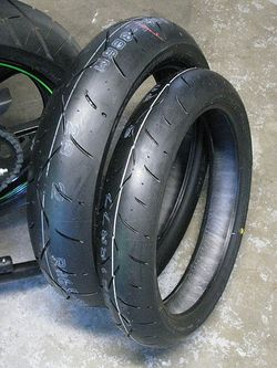 Ninja-250R-Bridgestone-Battlax-BT-003-Racing-Street-Tires-Comparison-2