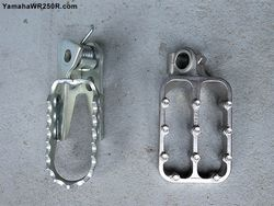 WR250R-Stock-Footpegs-vs-Fastway-F5-Footpegs