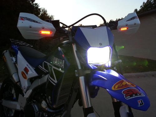 WR250R-WR250X-Cyclops-LED-Headlight-Bulb-Dark