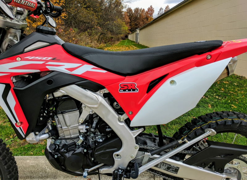 CRF450L-Seat-Concepts-Comfort-Seat-Standard-Height-Black-Gripper-Carbon-2